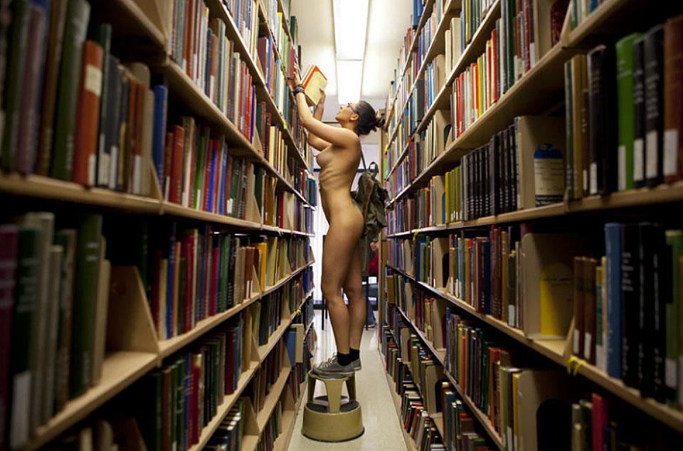 эротика в библиотеке фото