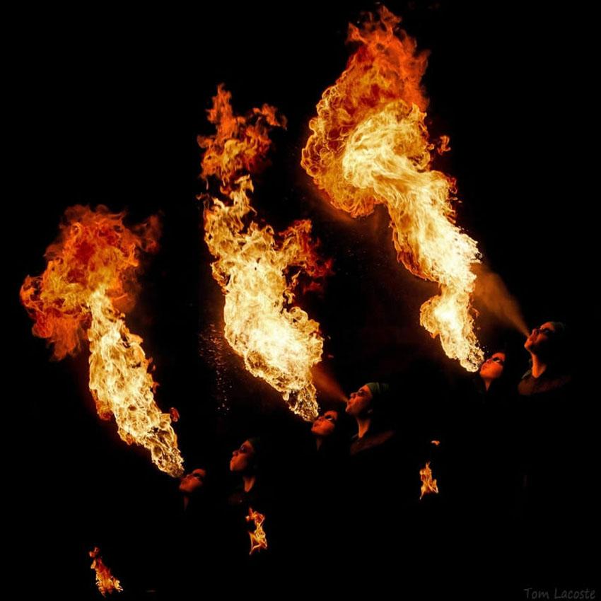 fireshow12 Стихия огня на фото Тома Лакоста