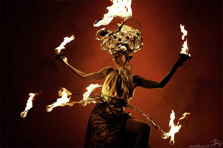 fireshow11 Стихия огня на фото Тома Лакоста