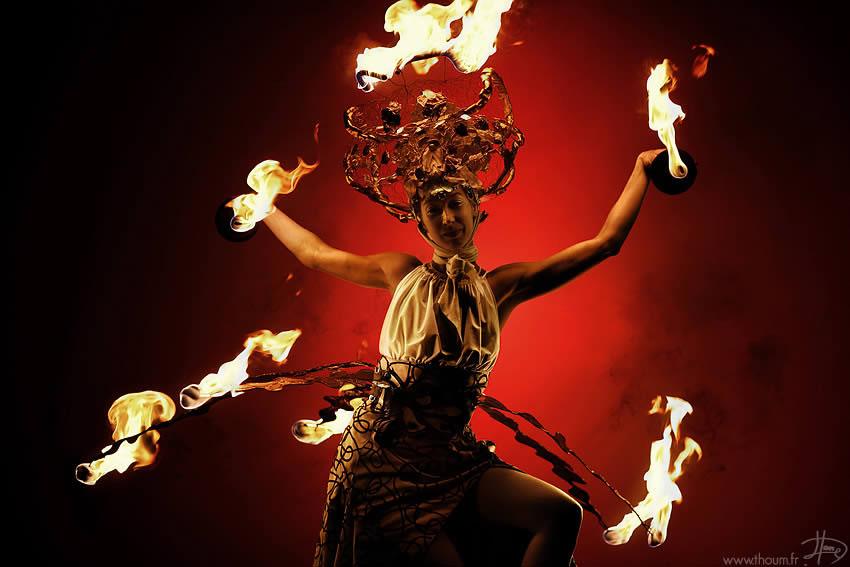 fireshow10 Стихия огня на фото Тома Лакоста