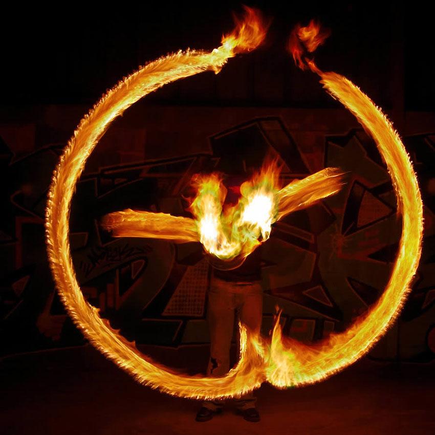 fireshow03 Стихия огня на фото Тома Лакоста