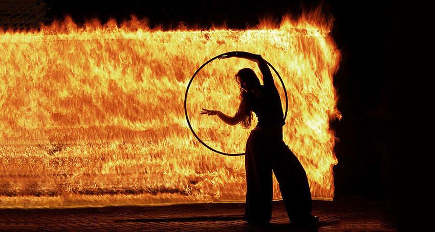 fireshow23 Стихия огня на фото Тома Лакоста