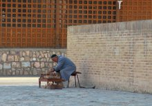 Сыграем в шахматы? / старик, который ждал того, кто хочет сыграть с ним в шахматы..