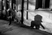 Отбрасывая тень... / ...эта тень кого угодно отбросит.