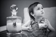 Подсела на стакан / мо-ло-ко