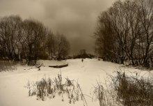 Там где зимует река Кернава / Середина зимы, снег покрывает толстым  покрывалом все вокруг. Тихо.  Но скоро все поменяется...