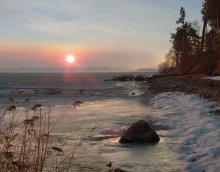 Апрельский лед / Воскресное утро на Минском море 6ч-40мин. Единственный рыбачок отважно шагающий куда то на середину. Уж и не знаю , вернулся ли к вечеру. Приятного Всем просмотра.