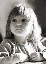 Нюся / Деть смотрел телевизор и отвлекся :0) Свет от окна.