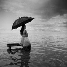 флад / Downpour on my soul Splashing in the ocean, Im losing control Dark sky all around I cant feel my feet touching the ground (c) JoC