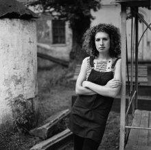 Саша (портрет во дворе) / .......