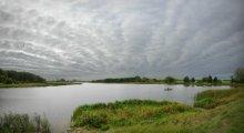 Когда волна бежит по небу и воде / Вот такое облачное утро встретило нас на озере Снигяны. Приятного просмотра.