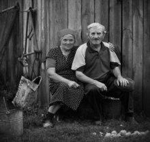 Деревенский портрет / На фотографических сайтах в фотографиях рассказывающих о деревне  чаще увидишь обреченность, старость, но эта пара другая - молодая в душе,  очень добрые, отзывчивые, любящие жизнь люди. Все работы серии [url=http://photocentra.ru/author.php?id_auth=3782&works=1#id_auth_photo=3782&id_serie=6348&page=1] тут[/url]