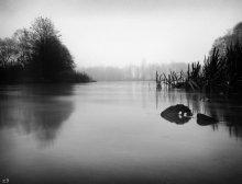 Осенняя вода холодным вечером / на мухавце, ножки 15 сантиметрового штатива наполовину в воде =)