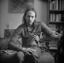 Алексей  (портрет с согнутой рукой) / ..............