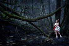 / Девушка в лесу
