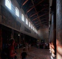 Очарованные светом / Не всегда можно стать свидетелем света бьющего через через окна в храм. На это влияют время,облака,.. главное не забыть нажать кнопку.