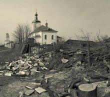 Без названия / Успенская церковь — памятник архитектуры барокко; основана в конце XVI в. и перестроена как униатский храм в начале XVII в. Интерьер в XIX в.