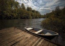 В закатном томлении... / река,лодка,май