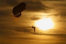 наездник / вот так страхуют желающих полетать на парашуте