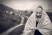 Дед Коля / Дед Коля :) кроме коров в хозяйстве овцы и козы,чем и гордится:) торопился к новостям,которые в 20.00)