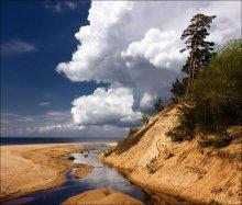 Прогулка облака вдоль пляжа / Рижский залив
