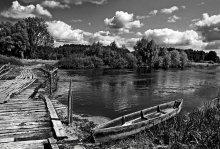 две дороги / Разводной мост (как оказалось) - единственный путь на остров к монастырю Гродненская обл. Свято-Елисеевский Лавришевский мужской монастырь основан 1225г  (ведутся работы по возрождению)