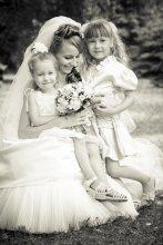 ...её ангелы / невеста в окружении сестер