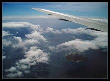 Рай почти рядом! / А под крылом - необитаемый Плоский Остров, куда с северного побережья Маврикия парусники отправляются на экскурсию...