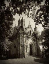 в старом парке / часовня-усыпальница Ожешко  1849 г Деревня Закозель, Брестская область, Беларусь.