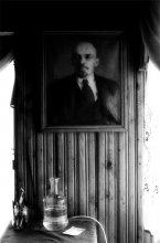 Ленин / Второе впечатление от города Ганцевичи - Ленин на стене начальника. и указание о том, что за деньги любой дурак работать может, а дураки нам не нужны...