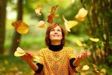 Игра с листвой / Радость золотой осени. Переживание счастья. Надеюсь, переживание чего-то позитивного этим конкурсом допускается? ;)