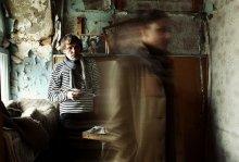 Она уходит / фото из серии проекта  О.Радецкой О. Яровенко и Т. Хоружая