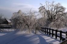 Домик мельника / В Коломенском на речушке Жужа воссоздали водяную мельницу и соответственно домик мельника. Снимал в конце декабря после так называемого ледяного дождя.