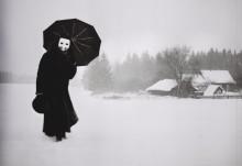 Тот, кто приходит в метель / Who's coming, when silent snow falls?