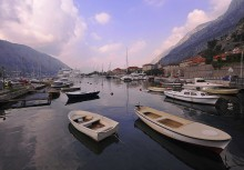 Место где живут лодки / лодки,кораблики,туристы,местные-оконечность Боко-которской бухты