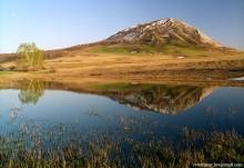 Тратау / Одиноким горам не обязательно быть высокими, потому что их не заслоняют другие горы. Южный Урал, Башкирия.