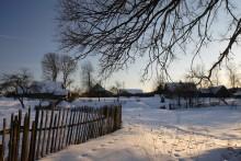 мартовским вечером / уже не зима, но и до теплых дней далеко