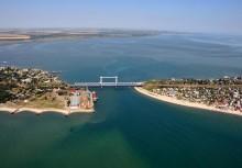 Мост через Днестр. / Пролетая на вертолете вдоль берега Черного моря, сфотографировал мост через Днестовское гирло...
