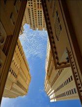 Вверх / Жилой район в Дубай.