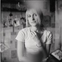 вдохновение / девушка Таня.   я не так много фотографирую, поэтому очень приятно, когда интересный тебе человек неожиданно соглашается на съемку. это вдохновляет и окрыляет на новые эксперименты.  с фотографими этой серии связано много разных эмоций. хороших эмоций. одна из них - это съемка на Киев 60, одолженный на время у друга. один только взгляд в шахту. это пространство. уже вызывает восторг. даже не зная получится ли кадры или нет - получаешь удовольствие и наслаждение от самого процесса.   интересно бывать в гостях и открывать для себя мир других людей!