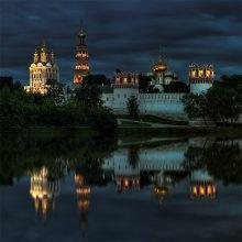 отражения / Новодевичий монастырь. Москва