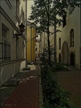Июньские тени / Старинный дворик в Риге