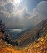 """""""...Среди камней под знойным солнцем Крыма..."""" / «Когда б, я мог остаться навсегда  Среди камней под знойным солнцем Крыма.  Смотреть, как море бьется в берега,  Издалека, с отвесного обрыва.  И слушать то, что ветер говорит.  Что шепчут травы, солоны и горьки.  И ощущать, как плавится гранит,  В горниле времени у заповедной кромки...»                http://elbio2k38.ya.ru/go.xml"""