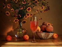 Фруктовый сок / с цветами и персиками