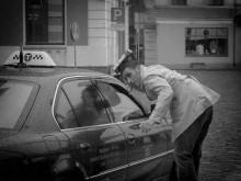 далее идет непереводимый местный диалект... / Эмоциональный итальянец уговаривал водителя взять компанию из 9 человек... http://www.youtube.com/watch?v=ORTLUirbvRo