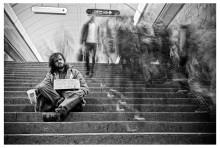 """subway beggar / фото из серии о """"история евро-попрошайки"""""""