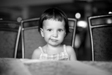 Улыбочку! / - Тетенька, ну ты достала! )) Очень милая девочка Ксюша. Единственная из всех детищ на море не позировала перед камерой. За что ей большой респект!)
