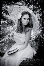 Девушка с зонтиком / ******