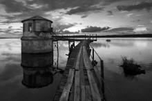 Вокруг да около. / Река Волга,заброшенная водокачка в поселке Красный Профинтерн.