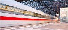 Линии / ICE - InterCityExpress (Междугородный экспресс) – самый скоростной и комфортабельный поезд, используемый на немецких железных дорогах начиная с 29 мая 1991 года.  Максимальная скорость поездов ICE 3-го поколения на специально для них построенных участках железнодорожной сети составляет 330 км/ч.  18 мая 2006 года российская железная дорога заказала восемь 10-ти вагонных поездов (сумма контракта составила около 630 млн. евро).   На самой загруженной ветке германии Франкфурт-Маннхайм в день проходит около 300 ICE. С конца 2005 года поезда ICE начали постепенно оборудоваться Wi-Fi доступомом в итернет.